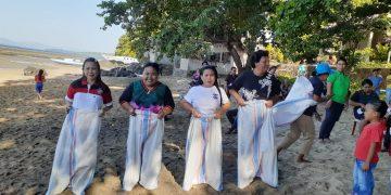 Lomba Lari Karung di pengucapan syukur GMIM Bukit Sion Pangalingan Manado Tua Wilayah Bunaken.(dodokugmim/joukebambulu)