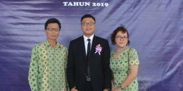 Fransisco Gosal didampingi orangtuanya saat menerima SKL, Rabu (21/8/2019).(dodokugmim/saratuwomea)