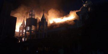 TERBAKAR - Gedung gereja GMIM Solagratia Kairagi terbakar, Jumat (27/9/2019) sekitar pukul 18.00 Wita.