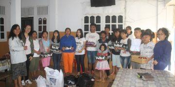 Sekretaris KPAS GMIM bersama pengurus dan anak-anak Panti Asuhan Nazaret Tomohon, Jumat (13/9/2019)