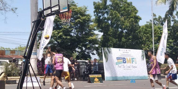 Aksi Jordan saat bertanding basket.