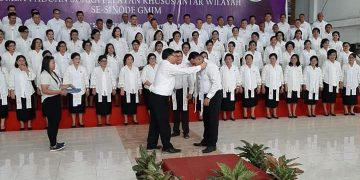 Wilayah Kalawat 1 saat tampil dalam lomba paduan suara kategori big choir, Jumat (27/9/2019).