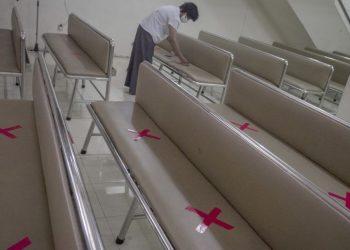 Jaga jarak, salah satu protokol kesehatan yang akan diterapkan dalam ibadah gereja. (foto ilustrasi)