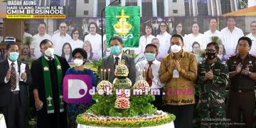 Momen menyalakan lilin pada perayaan HUT GMIM Bersinode ke-86, Rabu (30/9/2020).(dodokugmim/geraldywantania)