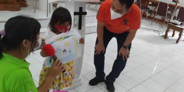 KPAS GMIM menggelar kegiatan trauma healing bagi anak korban bencana, di GMIM Betania Teling Tingkulu, Rabu (5/2/2021).(dodokugmim/roger)